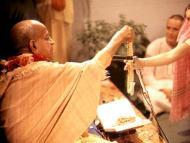 Brahmin initiation and women gurus
