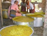 ISKCON Mayapur Feeds 40,000 at Shantipur