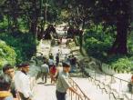 Way-to-Svayambhu-stupa2.jpg