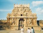 Brihadeshwara-temple-entran.jpg