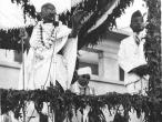Gandhi performing the opening ceremony Allahabad 1941.jpg