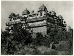 Palace at Orchha, Madhya Pradesh, 1928.jpg
