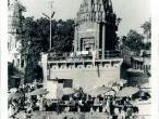 Riverside Temple in Varanasi.jpg