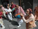 Hanumatpresaka Swami, Harinam in Madrid 12.jpg