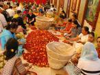 Chowpatty Puspa abhiseka 002.jpg