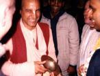 Nityo-dita Swami chanting1.jpg