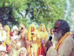 Asesavan with Indradyumna Swami 13.jpg