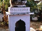 Samadhis one of 6 Goswamis 4.jpg