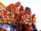 Baladeva goes up onto chariot.jpg