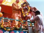 Jagannatha goes onto chariot.jpg