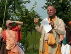 New Vraja Mandala parikrama with Sivarama Swami 07.jpg