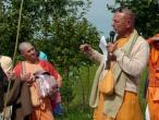 New Vraja Mandala parikrama with Sivarama Swami 08.jpg