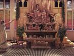Bhaktivedantha Manor, first oltar.jpg